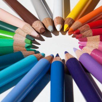 Crayons de couleur multicolores